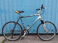 Saracen Traverse Hybrid Bike