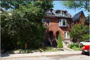 AMAZING Room for Rent, Beautiful Victorian House- Queen W
