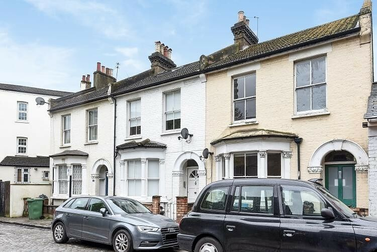 4 bedroom house in Agar Place, Camden NW1