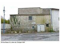 Converted Stone Barn 150m sq. partially rennovated. Near La Rochelle, SW France