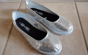 Women's High Point silver sequin flats shoes Size 7 Brand New London Ontario image 1