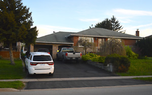 Fort Erie - Gorgeous Tuscan style raised bungalow 2.2 acre lot