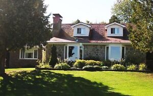 Country Home on 10 acres -60min West of Montreal