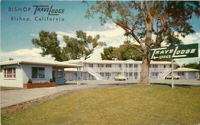 Autos California Bishop Travelodge 1950s roadside Crocker postcard 10659