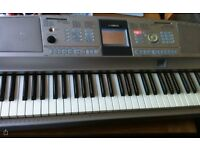 Yamaha DGX 305 portable grand keyboard