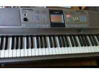Yamaha DGX 305 keyboard