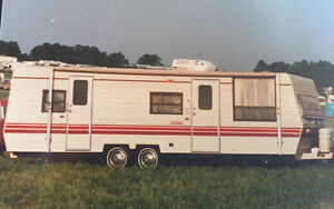 29' PROWLER CAMPING TRAILER