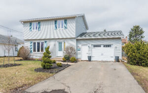 DIEPPE CENTER - CLOSE TO SCHOOLS AND COLLEGE - HUGE BACK YARD