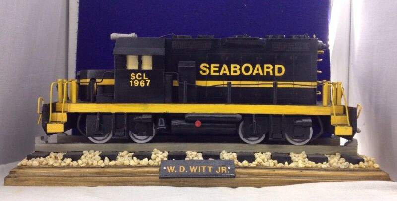 """HANDMADE WOODEN SEABOARD SCL 1967 LOCOMOTIVE WITH TRACK TRAIN """"VERY DETAILED"""""""