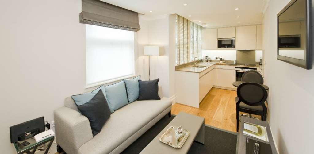 1 bedroom flat in Lees Place, Mayfair, W1K