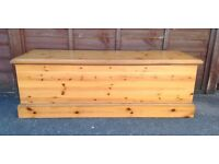 LARGE SOLID PINE OTTOMAN BLANKET TOY BOX CHEST DOVETAIL JOINTS DURHAM PINE