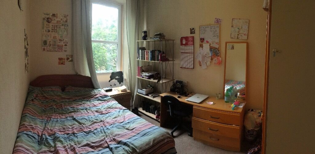 Flatmate wanted: Double room in quiet central Edinburgh flat, £360 p/m, available January 1st