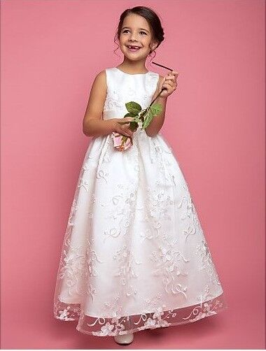 Gorgeous white communion/wedding (girl age 7-9) Excellent condition-like new