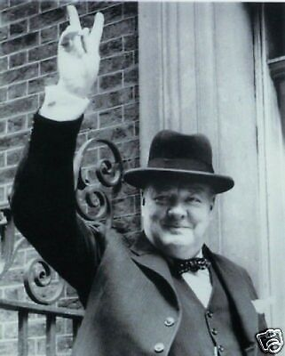 /'42 WWII WINSTON CHURCHILL GIVES FAMOUS V SIGN 8X10 PHOTO BRADFORD LISTER/'S MILL