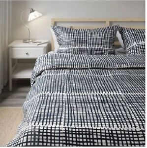 Double/queen sized duvet cover with pillow shams