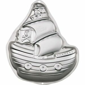 BNIB Pirate Ship Cake Pan by Wilton (Brand new with Packaging)