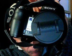 Like new Sony Cybershot MPEGMOVIE DSC-H9