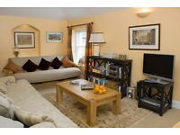 Spacious 2 bedroom flat in city center for short let holiday let–from £110 per night Sleep 6