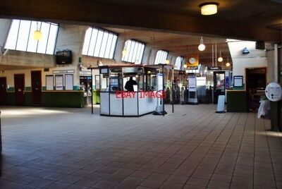 PHOTO  COCKFOSTERS RAILWAY STATION. -  BOOKING HALL 4.3.13. PICADILLY LINE