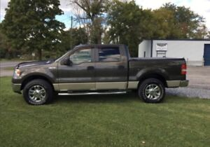 2007 ford F-150 XLT ( LOW KM )