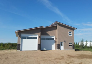 Beautiful Double Garage with Living Quarters at Lucien Lake!