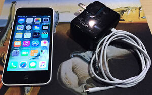 iPhone 5c 8GB Blanc + chargeur et fil BELL VIRGIN PCMOBILE *NEGO