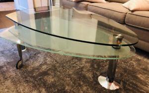 Expandable glass coffee table ('Vega' - Structube)
