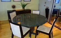 Table ronde en granite