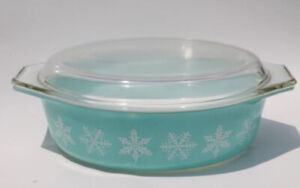 Pyrex Vintage Turquoise Snowflake Oval Casserole