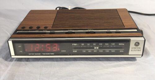 Vintage GE General Electric 7-4636D AM/FM Radio Dual Alarm Clock Wood Grain