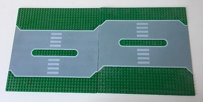2 Green road base plates - Lego - Very good condition.