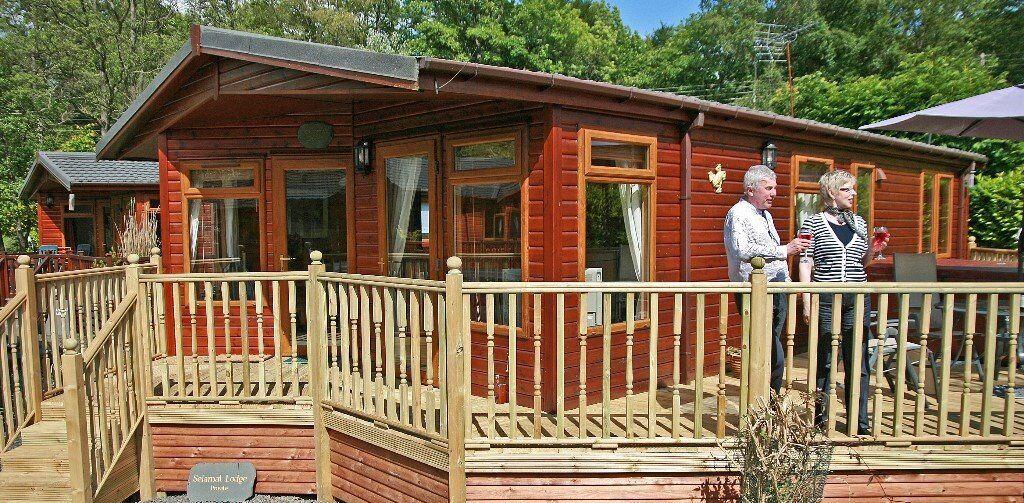 Luxury Pine Lodge near Windermere Hot tub :: 4 nights Free WIFI :: Sleeps 4 in 2 bedrooms
