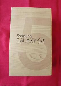Samsung Galaxy S5 G900W8 mint with new Otterbox Defender case Strathcona County Edmonton Area image 6