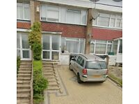 We are proud to offer this delightful 3 bedroom, 1 bathroom terraced in a great location.