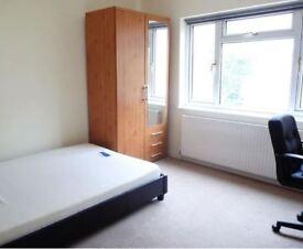 1 bedroom in Room 4, Aldershot Road, Kilburn, NW6