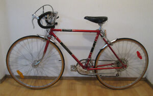 Awesome Vintage Centurion LeMans Road Bike – Near New Condition