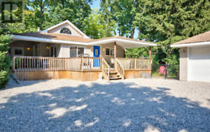 DOWNTOWN GRAND BEND COTTAGE RENTAL - Walk to Beach! Book Now!