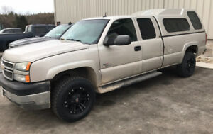 ****2005 Chevy Duramax 3500 4x4 Long Box with Cap****
