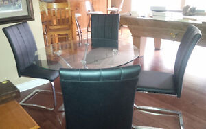 Round Glass and Chrome Table With 4 Dining Chairs