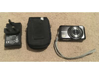 Fuji finePIX JX530 digital camera, case and battery charger