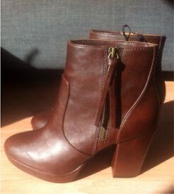 Dark brown size 6 brand new boots