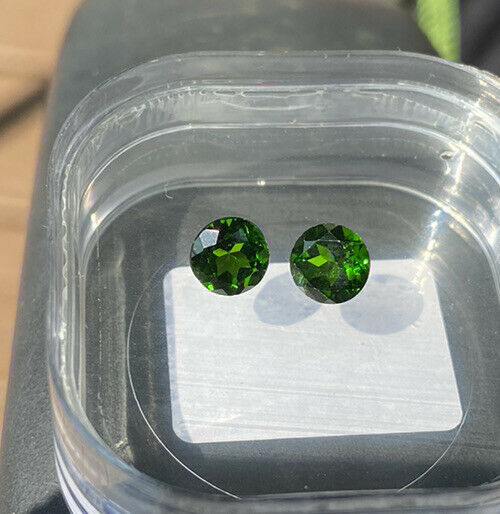 matched pair chrome Diopside 6mm round 1.74tcw