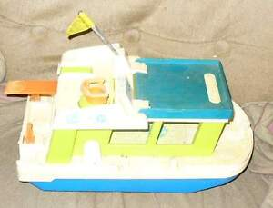 FISHER-PRICE happy FAMILY HOUSEBOAT 1972