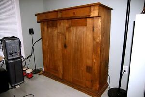 Antique Cabinet / Hutch West Island Greater Montréal image 1