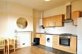 3 BED FLAT TO LET Secured gated entrance Offered furnished Perfect for sharers Fantastic location