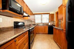 FANTASTIC DOWNTOWN 2 BED + DEN AVAILABLE