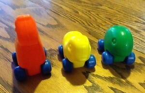 LITTLE TIKES VINTAGE PULL ALONG TOY GIRAFFE,DUCK AND GREEN PEANU