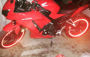HONDA CBR300R **Lots of extras!! Priced to sell!