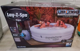 BRAND NEW IN BOX Vegas Lay-Z-Spa 4-6 Person Bestway Hot Tub