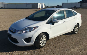 MUST SELL! Family expanding! 2012 Ford Fiesta SE Sedan Regina Regina Area image 2
